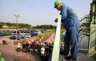Ruim 100 arbeiders en bedienden voerden gisteren actie bij Nyrstar.lvh