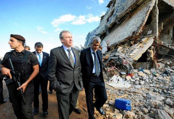 Yves Leterme bezoekt als federale premier in november 2008 een vluchtelingenkamp in Libanon. Leterme wordt zo goed als zeker de nieuwe minister van Buitenlandse Zaken.belga