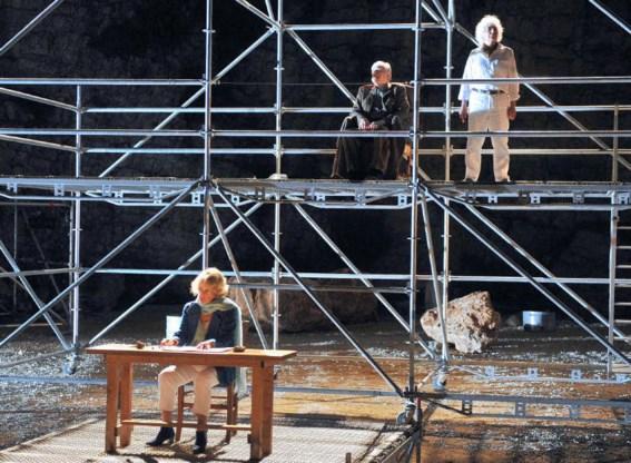 Jeanne Moreau (l.), die er ook bij was op de eerste festivaleditie, is de verteller in een voorstelling van de Israëlische Amos Gitai. Het is het eerste stuk in een editie die draait om de problemen in het Midden-Oosten en de wereldafp
