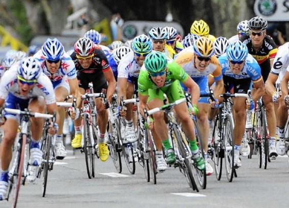 De pechreeks van Tom Boonen blijft duren. 'Ik kan me nu ook zitten opjagen, maar dat is het slechtste wat je kan doen. Ik had gewoon pech dat ik twee lekke banden kreeg op de slechtste vijf kilometer van deze rit', blijft hij rustig.belga