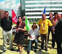 De drie nationale vakbonden vrezen dat er bovenop de 125 ontslagen nog extra werknemers hun baan zullen verliezen bij DHL. Jan Muylaert