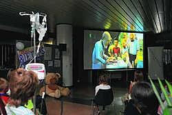 Zo'n 85 kindjes die in het UZ verblijven, konden gisteren de film van Suske en Wiske in wereldpremière bekijken. Herman Ricour