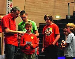 Jongeren stuurden hun vragen de ruimte in. Alain Trappeniers