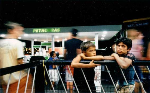 Cocada en Nego staan centraal in 'Puisque nous sommes nés'. Zij slijten hun dagen in een benzinestation en dromen van een beter leven. rr