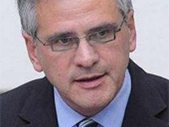 Peeters belt met Europees commissaris Verheugen over Opel