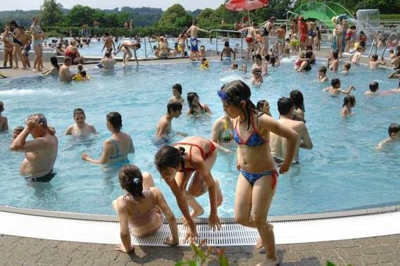 19 meisjes in zwembad aangerand
