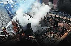 De brandweer zette de grote middelen in om het vuur te bestrijden. Pascal Vigneron