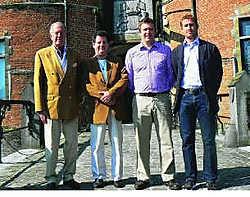 Gastheer de graaf van Ooidonk, de muzikale leider van Aida en Frederic en Gonzague van organisator Idée Fixe. jrz
