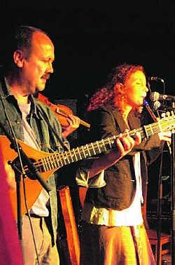 Erwin Libbecht en Heather Graham spelen tijdens dit folkfestival bij Faran Flad. if