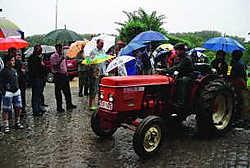 Met 75 tractoren trokken de Sint-Anna-Tuffers door het Pajottenland. De oudste tractoren dateren zelfs uit begin jaren dertig. Elke Mostinckx
