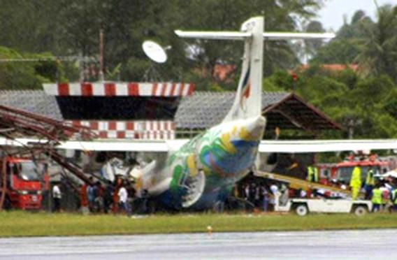 Vliegtuig van de baan gegleden in Thailand