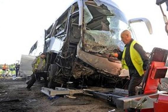 Dode en twee zwaargewonden bij busongeval in Frankrijk