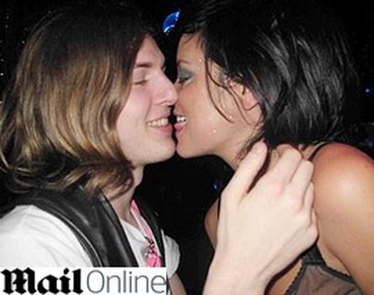 Lily Allen verleidt jonge rockgitarist