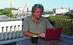 ICT-manager Marc Hoefkens van het Xaveriuscollege is een van de pioniers in digitaal lesgeven.if