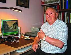 Frans Holemans (87) wist als wandelende encyclopedie bij elke foto een verhaal te vertellen over Zoerle.mph