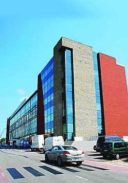 Het Stayen-complex is een erg indrukwekkend gebouw dat boven de andere uittorent.Egide Lismond