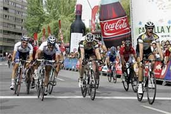 Nikolas Maes wint massasprint in Ronde van Burgos, Hermans leidt