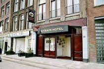 In dit hotel in Amsterdam hielden de gangsters zich een tijdlang schuil.