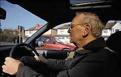 Zelfs een bestuurder met een bezadigde rijstijl haalt nooit de verbruikscijfers van de autofabrikant.photo news