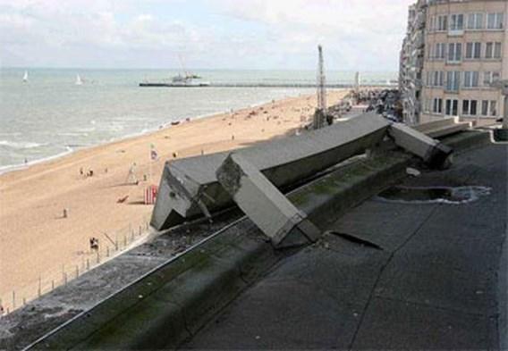 Betonblok van twee ton valt van Casino Oostende