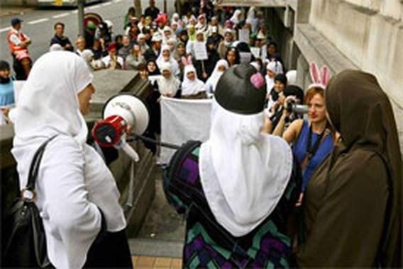 Gemeenschapsonderwijs voert algemeen hoofddoekenverbod in