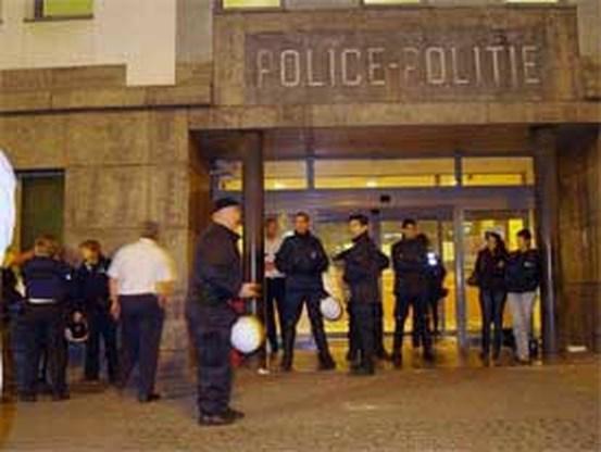 Negen agenten gewond bij rellen in Sint-Jans-Molenbeek