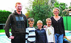 Tot twee keer toe moddert de CM maar aan met de attesten van de familie Rombouts-Wuyts. Kobe staat in het midden. Leo van der Linden