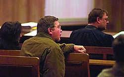 Acht jaar geleden stond slachtoffer Stefaan Verschatse al eens oog in oog met zijn belagers voor de rechtbank, nadat hij door een oud-leerling werd geslagen. Patrick Holderbeke