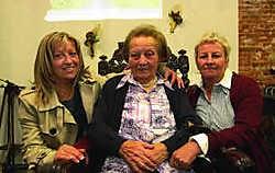 De honderdjarige Roza met haar twee dochters.Yvan De Saedeleer