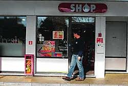 De dieven ramden de winkel van het tankstation met hun wagen. Gianni Barbieux