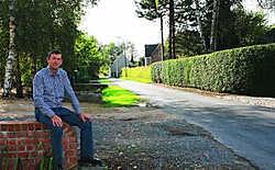 Paul Van den Bossche, voorzitter van het feestcomité Vennestraat: 'Waarom wordt onze straat zoveel breder?' Peter Dirix