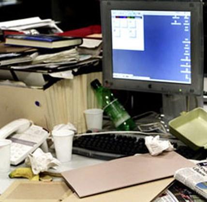 Waarom een rommelig bureau beter werkt