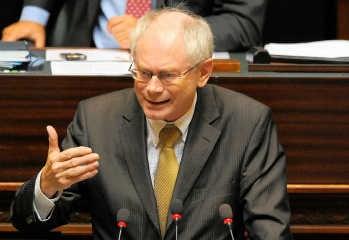 Minder dan de helft van de kamerleden daagde op voor de repliek van premier Van Rompuy.belga