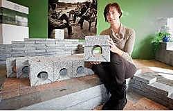 Ann De Schutter van Artstone heeft een bufferende betonsteen.Stijn Hermans