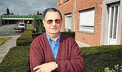 André Delmeiren woont in de Van Swedenlaan. 'Als de wind verkeerd zit, moet je in mijn tuin geen babbeltje slaan.' Frederiek Vande Velde