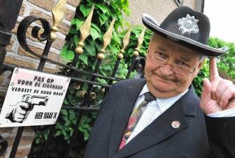 'Met zijn optreden in Man bijt hond maakte Hugo Leroy het ambt van burgemeester belachelijk', vindt gouverneur André Denys.gvdb
