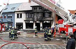 De woning boven de frituur liep zware rookschade op en werd onbewoonbaar verklaard.Ralf Eicker