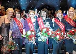 Het Vlaams-Brabantse podium: Miss Maxi Alexandra Rossini, eredames Els Leonard en Anna Vereertbrugghen en finalistes Kristel Minnaert en Marie Steffens. Yvan De Saedeleer