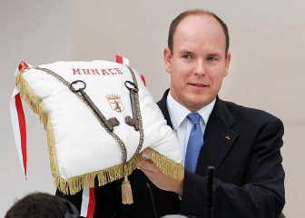 Prins Albert van Monaco met de sleutels van het prinsdom.ap