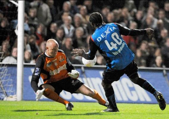 Net toen Roeselare Club onder druk leek te zetten gebruikte Dorge Kouemaha optimaal zijn kracht en snelheid om de 1-3 te scoren.photo news