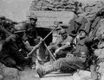 Conny Braam: 'Soldaten wierpen zich, vaak over de lijken van hun dode makkers, in het mitrailleurvuur van de vijand. Ze moeten wel onder de cocaïne gezeten hebben.' Legermuseum
