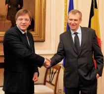 Op 20 maart 2008 ruimde interim-premier Guy Verhofstadt baan voor Yves Leterme in de Wetstraat 16. Eind december van dat jaar werd Leterme tot ontslag gedwongen. blg
