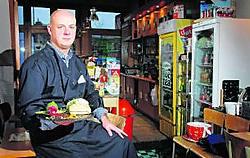 Didier Van Autrève van Chandi's scoort met zijn broodje The Red Duck Asia. Hendrik De Rycke