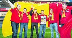 De fans van Geel-Rood zijn 'samen sterk'.Stijn Hermans