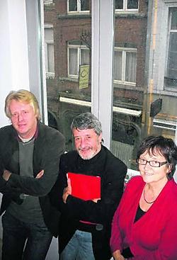 Walter Roedolf, Jaak Brepoels en Marleen Geirnaert in een flat boven de wnkels.Koen Merens
