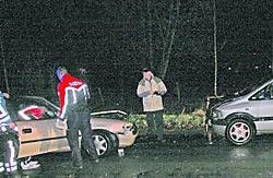 In de Hoezestraat in Nieuwerkerken werd een personenwagen door een zware windstoot van het rechterrijvak weggeblazen. Herman De Wit