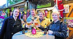 De piste opende zonder ijs, maar het kerstdorp verwelkomde de bezoekers mét bier. Stefaan Beel