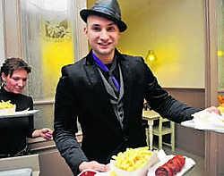 Brahim trad niet alleen op, hij serveerde ook frietjes. Frank Meurisse
