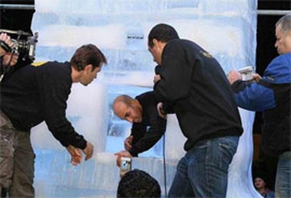 Israëlische illusionist brengt 66 uur door in blok ijs