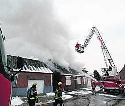 De brandweer kon voorkomen dat de brand oversloeg naar de andere huizen.Louis Verbraeken